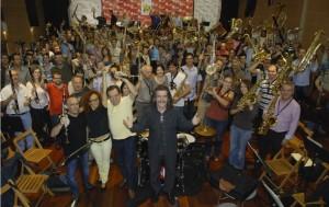 Luis Cobos con los 150 músicos de Bandas durante el ensayo del concierto A TODA BANDA